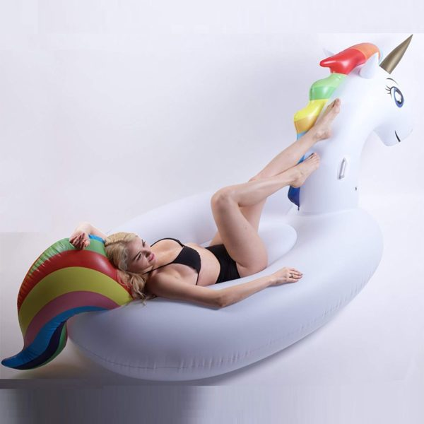 Licorne géante unicornhuge hugeunicorn plage beach inflatable swimming pool figurine fille femme girl women summer wear clothing animal animaux unicorn fille girl mignon cute Kawaii meilleur best site boutique shop 2019